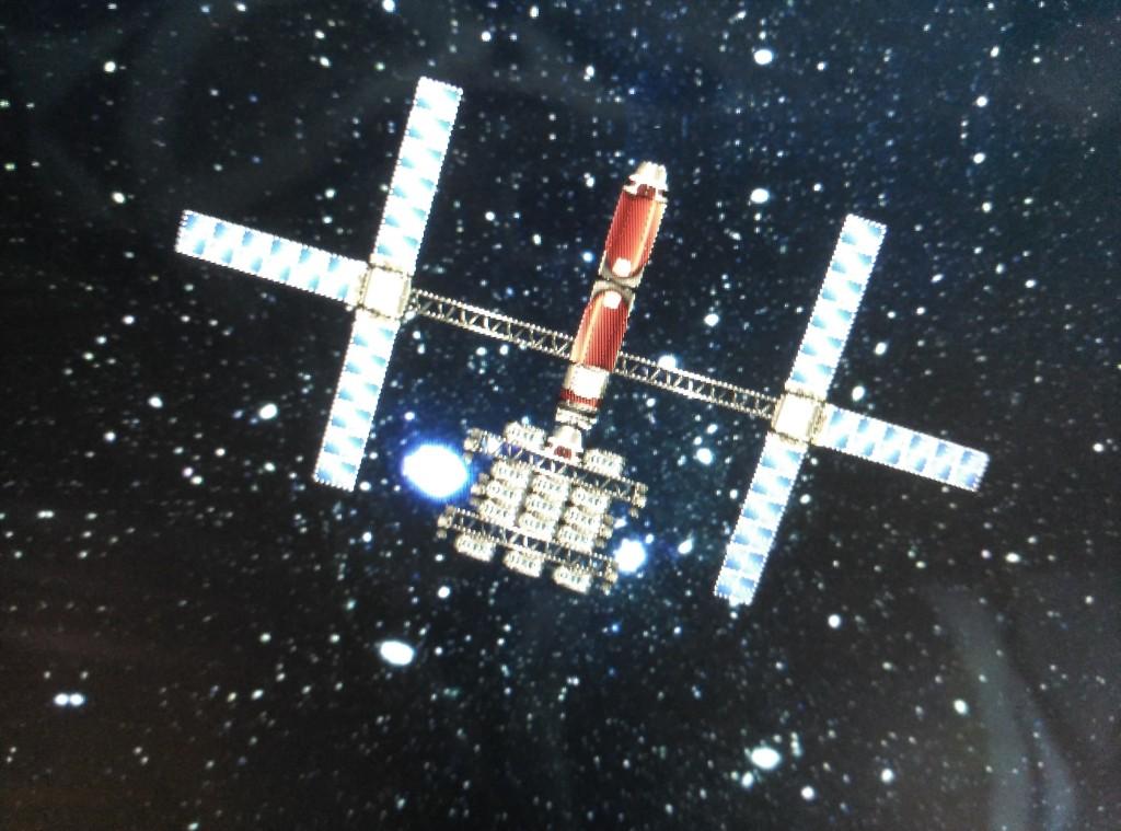 Módulo acoplado a un satélite orbitando